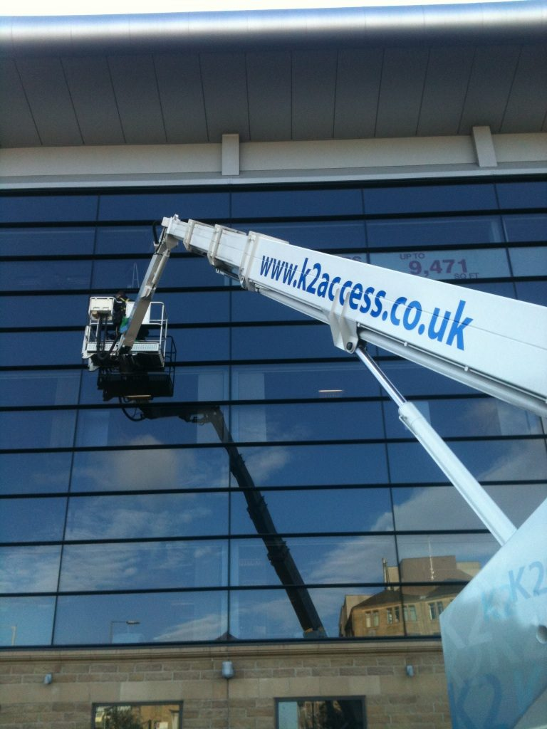 Benefits of Hiring a Professional Commercial Window Cleaner