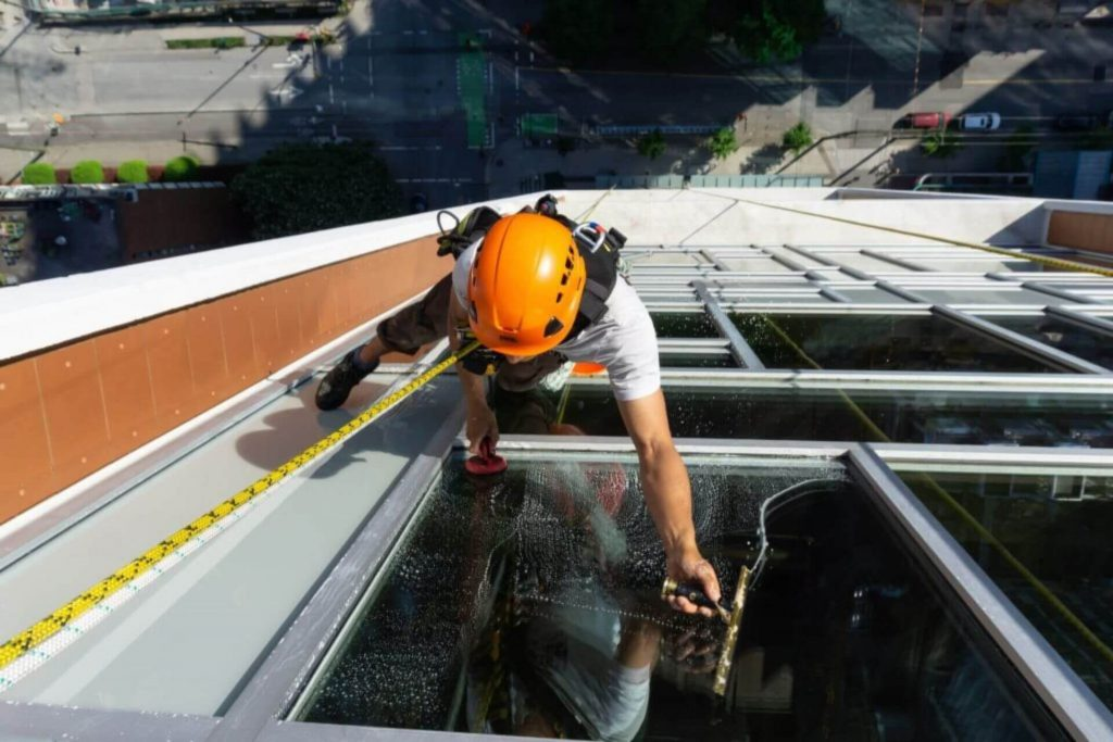 cleaning commercial windows