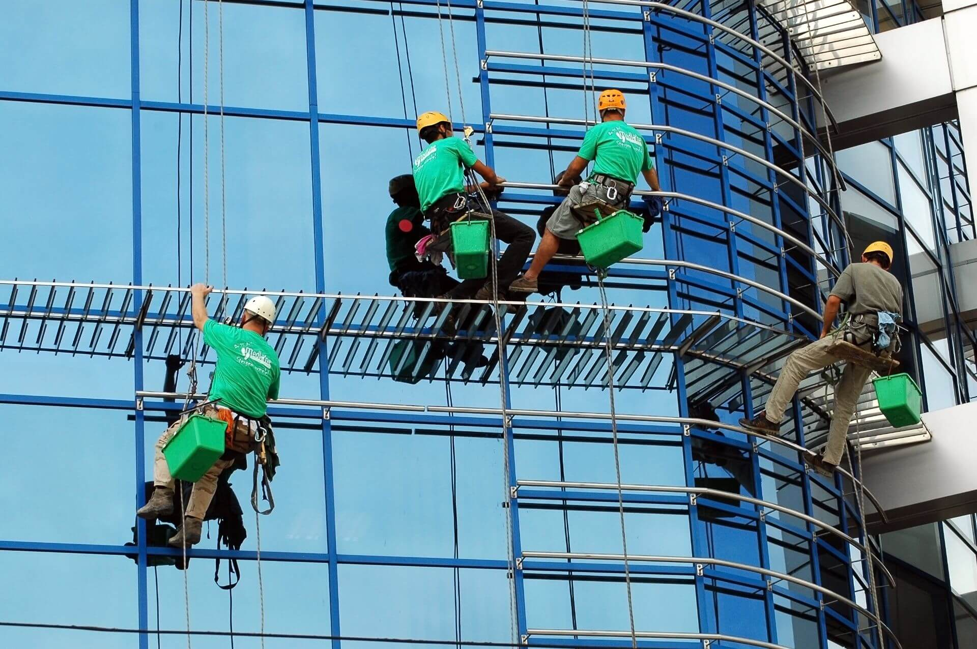 Cradle vs Rope Access Window Cleaning